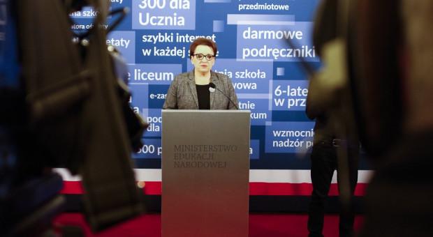 Zalewska podpisała dokumenty o subwencji oświatowej na 2019 r.