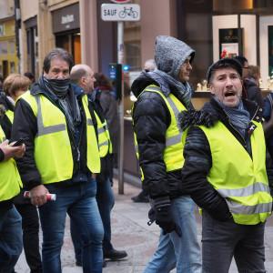 """We Francji trwa podsumowanie protestów """"żółtych kamizelek"""""""