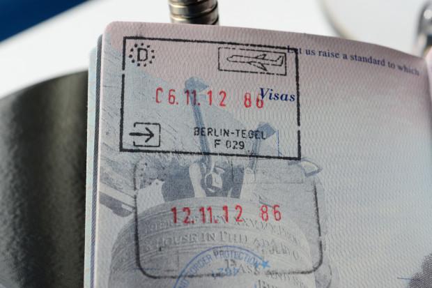 Komisja Europejska zawalczy o zniesienie wiz do USA, także tych dla Polaków