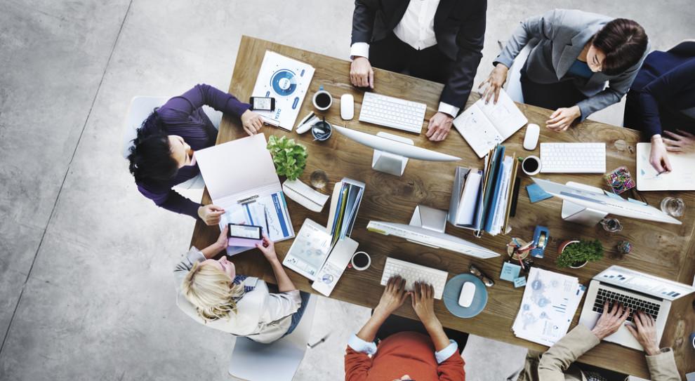 Pokolenie Zet wyzwaniem dla pracodawców. Ponad połowa chce założyć firmę