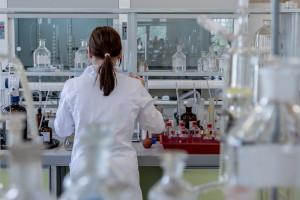 Ministrowie zachęcają do pracy w instytutach badawczych