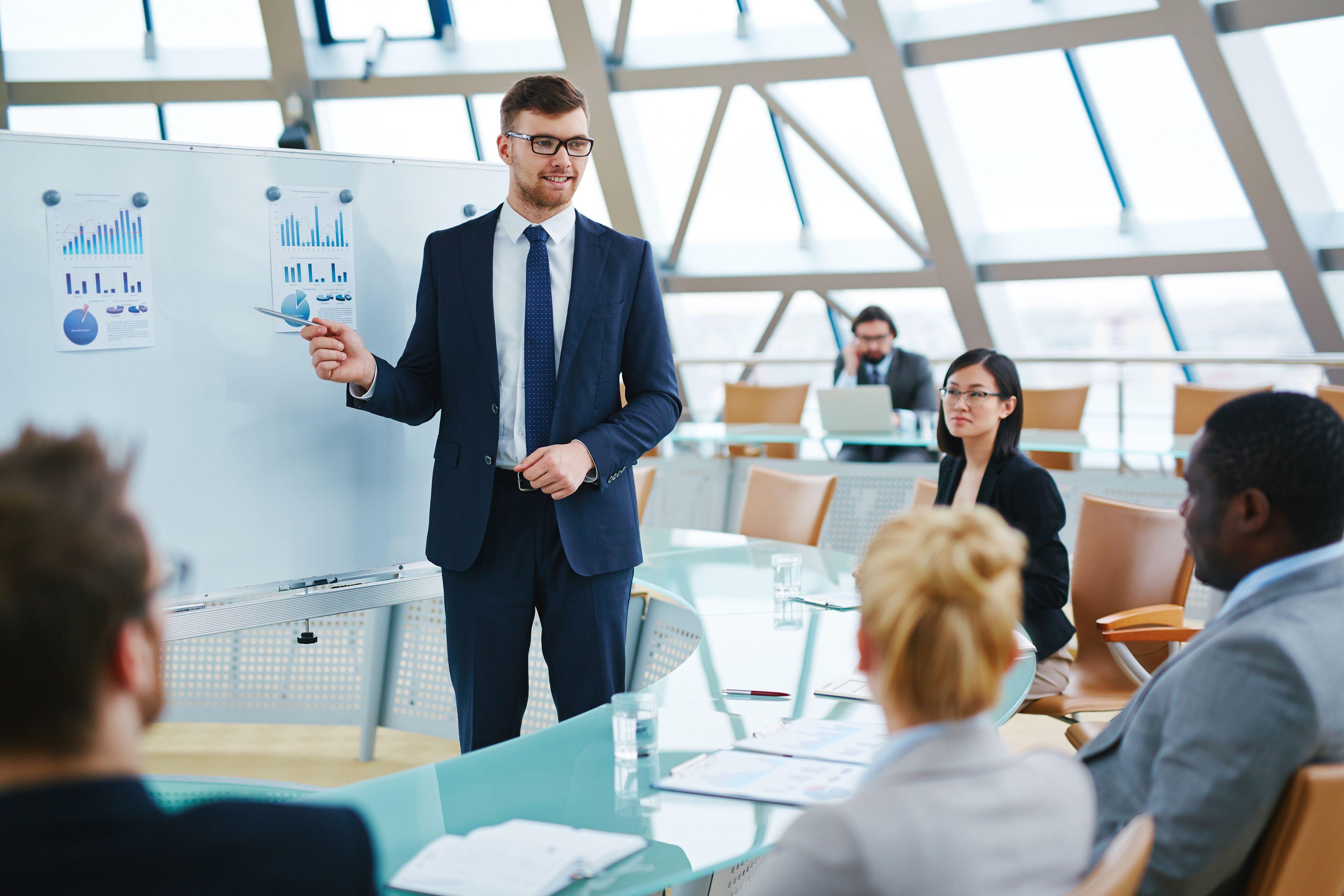 Niezwykle ważnym elementem tworzenia etycznej kultury organizacyjnej jest edukacja pracowników i menedżerów. (Fot. Shutterstock)