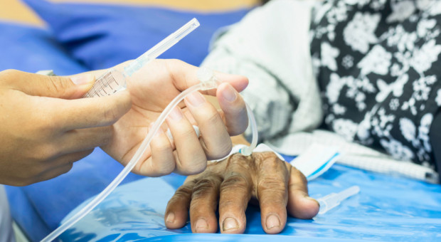 Braki kadrowe w szpitalach. Emerytów chcą zatrzymać na pół etatu