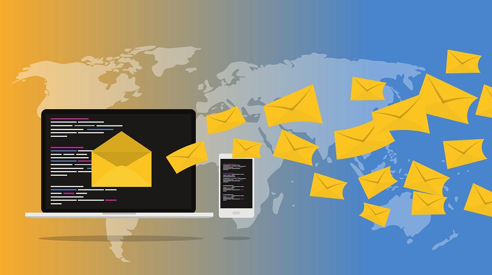 W wielu firmach podstawowym kanałem komunikacji w procesie rekrutacji wciąż pozostaje e-mail, wbrew trendom i zmianom zachodzącym w preferencjach kandydatów (Fot. Pixabay)