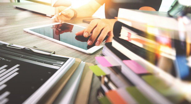 Zmiany w przechowywaniu akt pracowniczych weszły w życie. Co wprowadzają e-akta?
