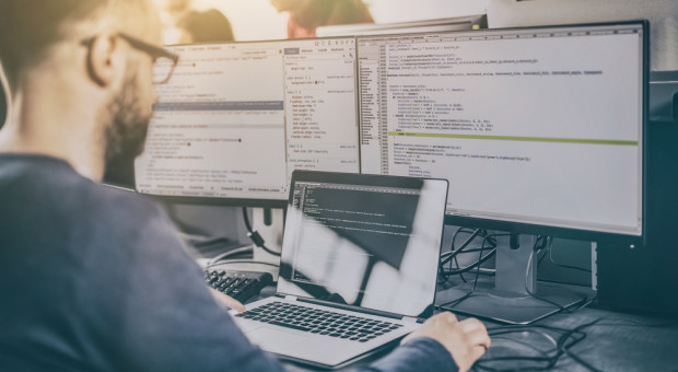 """""""Programista obywatelski"""", czyli pomysł na braki kadrowe w branży IT"""