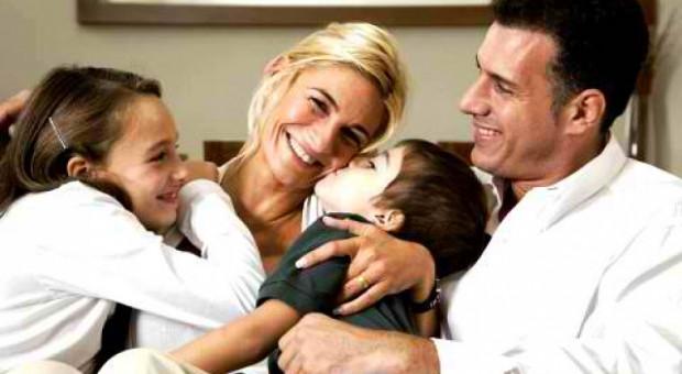 Większość rodziców bez problemu łączy pracę z opieką nad dziećmi