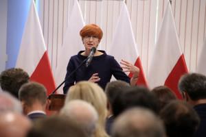 Minister Rafalska zagrożona? Środowiska lewicowe chcą jej dymisji