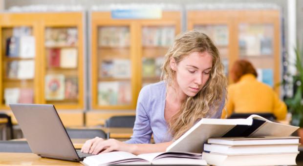 W szkolnictwie publicznym w  USA brakuje ponad 100 tys. nauczycieli