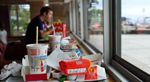 W McDonald's wystartował test papierowych słomek