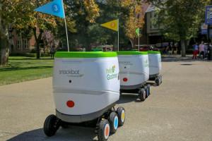 Firma zatrudniła roboty, by dostarczać napoje i przekąski