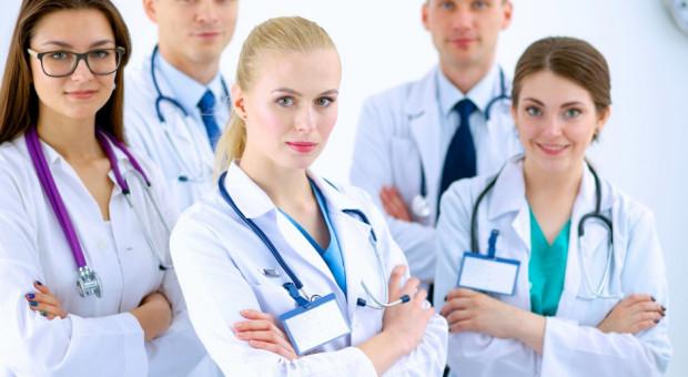 Rezydenci będą łatać luki kadrowe w powiatowych szpitalach?