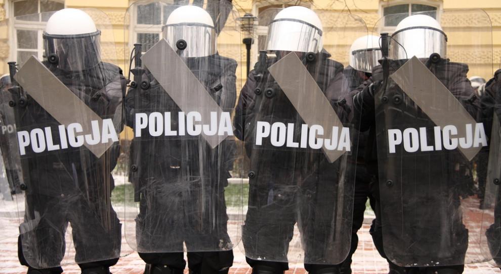"""Po fali """"psiej grypy"""" petycja o zmniejszenie wynagrodzenia policjantów na L4"""