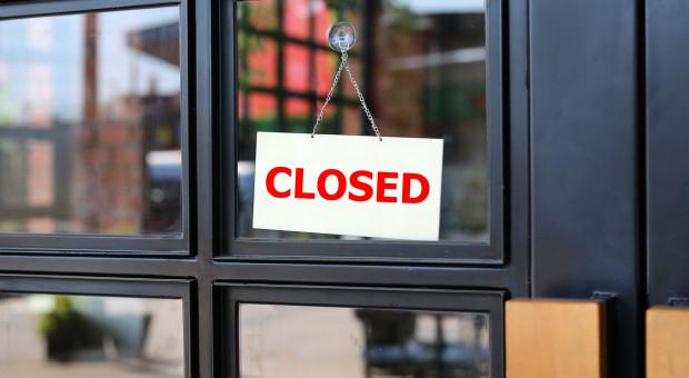 Przez zakaz handlu upadają małe sklepy