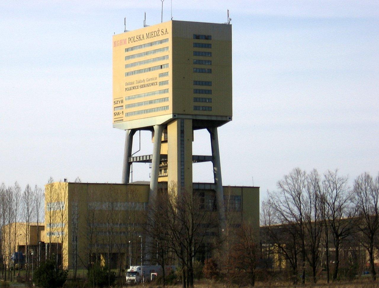 KGHM jest jedną z najważniejszych polskich spółek wydobywczych. Miał w swojej historii epizod, w którym członek rady nadzorczej z ramienia pracodawców oponował wobec decyzji ekspansji w Kanadzie. (fot. wikimedia.org/domena publiczna)