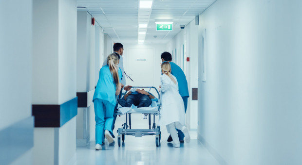 Jak poprawić sytuację kadrową i płacową w służbie zdrowia?