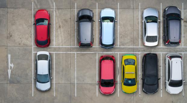 Nowe przepisy ws. samochodów służbowych. Poseł pisze do ministerstwa