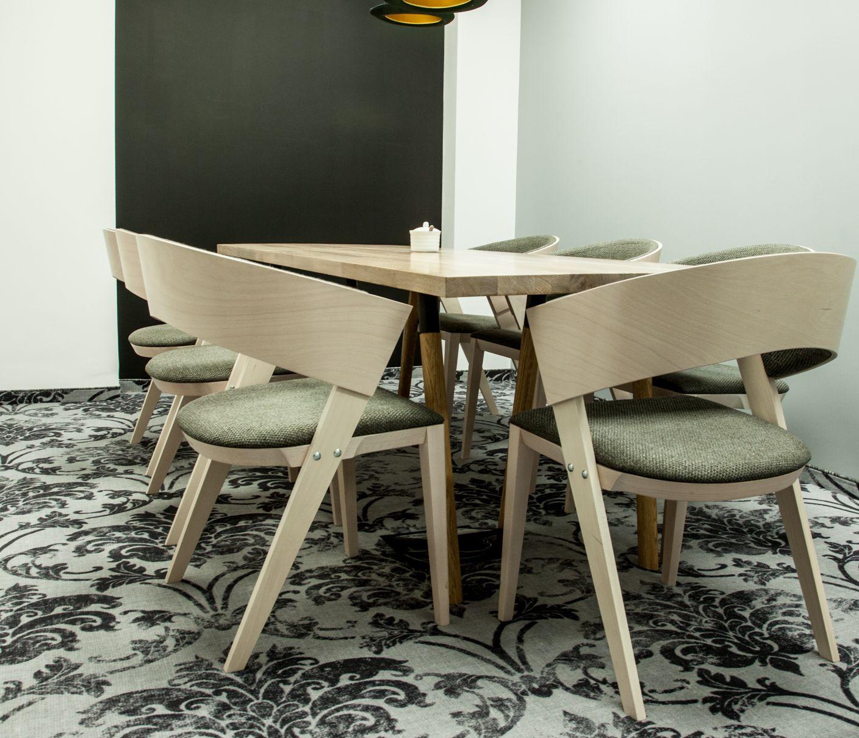 Podczas prac koncepcyjnych nad wystrojem biura Anwear.com zdecydowano się na oszczędną kolorystykę, bazującą na połączeniu szlachetnej bieli z elegancką czernią. (Fot. mat. pras.)
