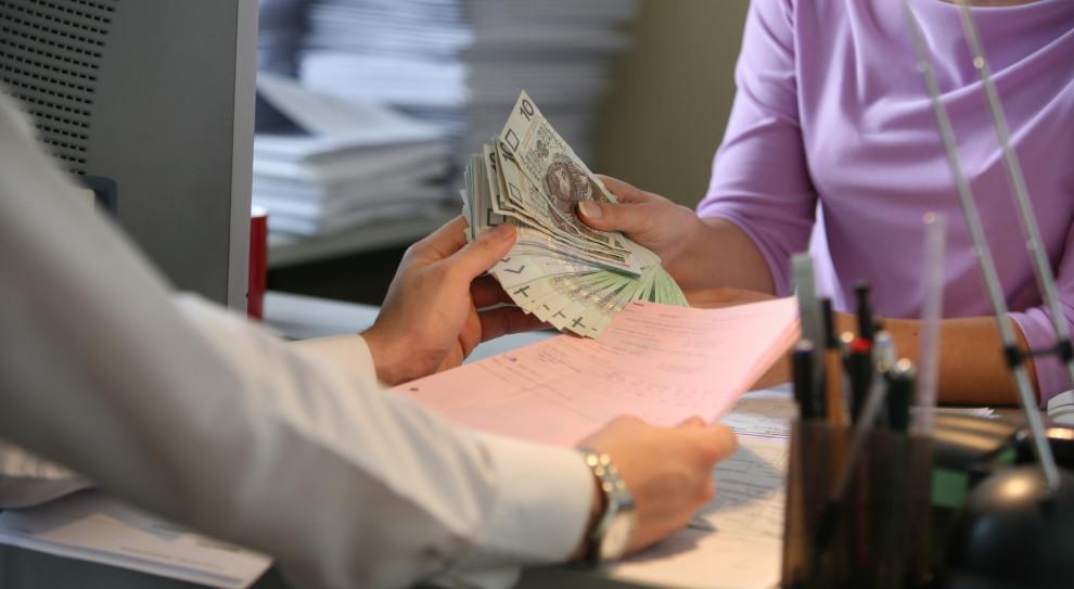 Średnia płaca w sektorze przedsiębiorstw. Magiczna granica już blisko