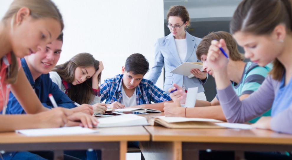 Samorządy chcą zmian w sposobie wypłacania nauczycielskich pensji
