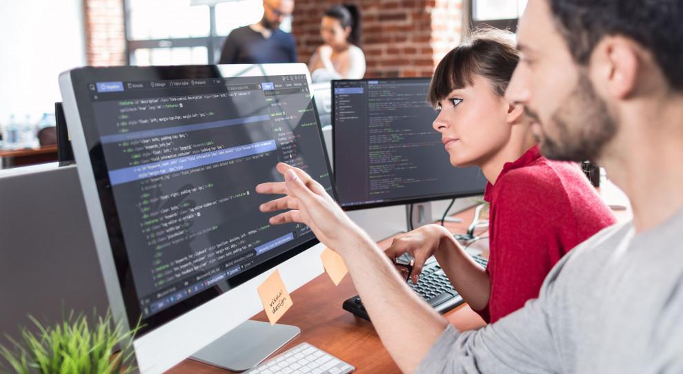 Kobiet w IT coraz więcej. Branża stwarza ogromne możliwości