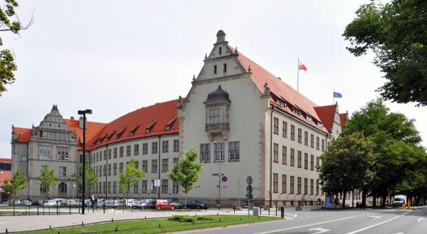 Politechnika Wrocławska będzie doskonalić umiejętności pracowników samorządowych