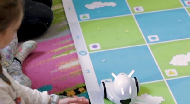 Polski robot uczy dzieci programowania