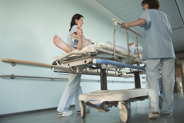Polska od lat legitymuje się najmniejszą liczbą lekarzy przypadających na 1 tys. mieszkańców. (Fot. Shutterstock)