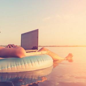 Polacy pracują nawet podczas urlopu. Wszystko przez technologię