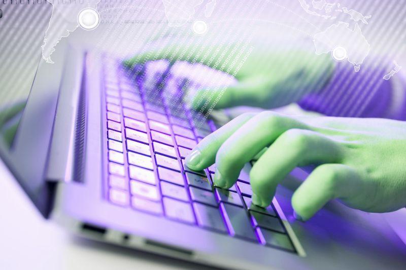 Najczęstszą przyczyną zmiany miejsca zatrudnienia jest zaś dla specjalistów IT perspektywa zwiększenia zarobków. (Fot. Shutterstock)