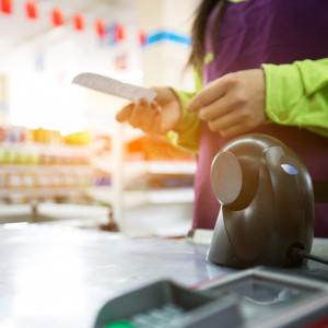 Absolwenci zdrowia publicznego pracują w supermarketach. Stać nas na to?