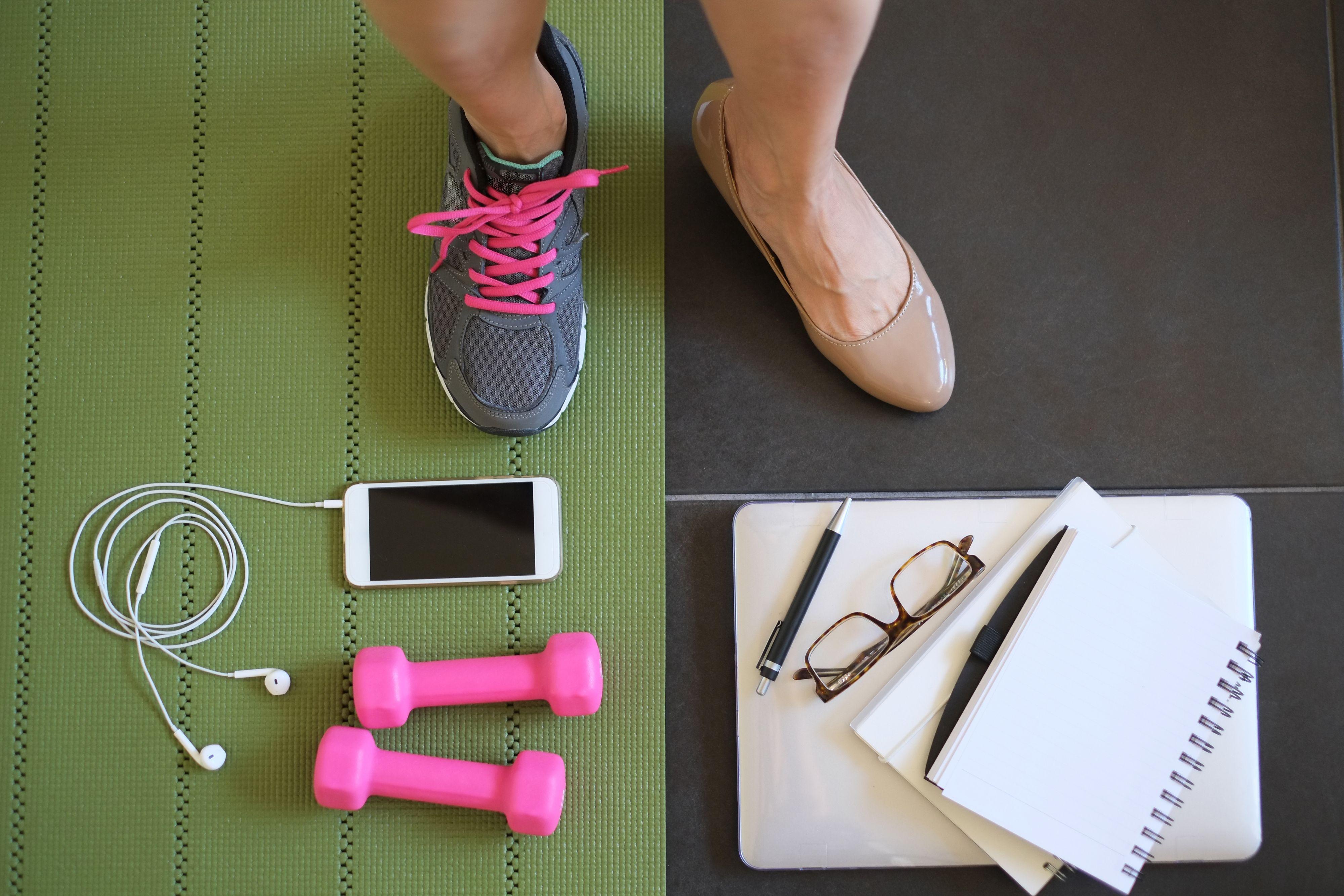 Pracownicy nie potrafią wypoczywać, dlatego nie mają energii, by wykonywać obowiązki w pracy. (Fot. Shutterstock)