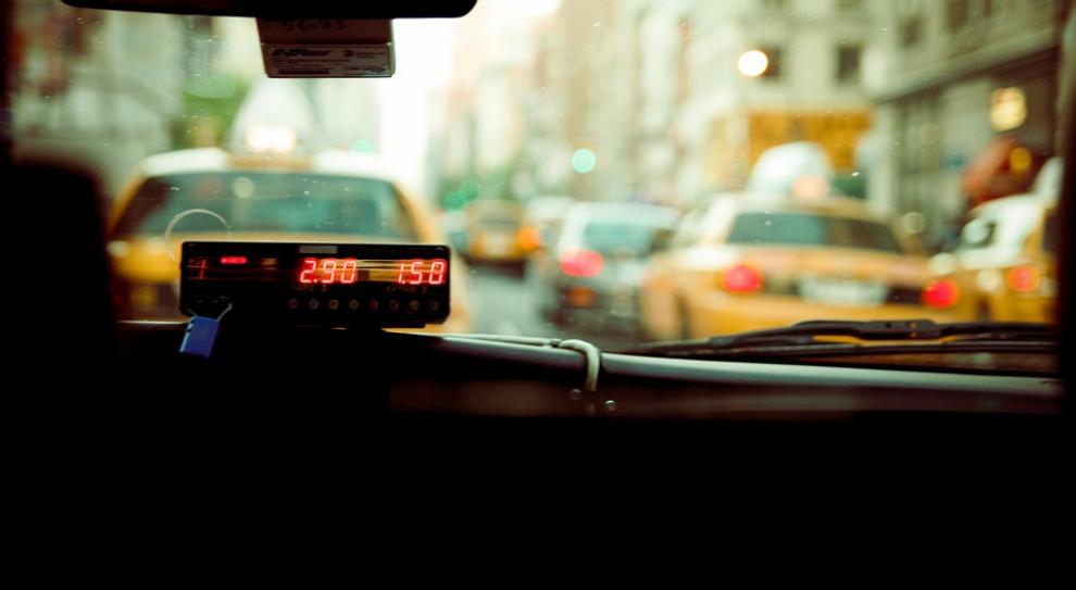 Uber znów pod ostrzałem. Taksówkarze z Barcelony na ulicach