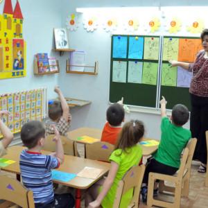 Ile pracują i zarabiają nauczyciele nauczycieli - oto fakty i mity o tym zawodzie
