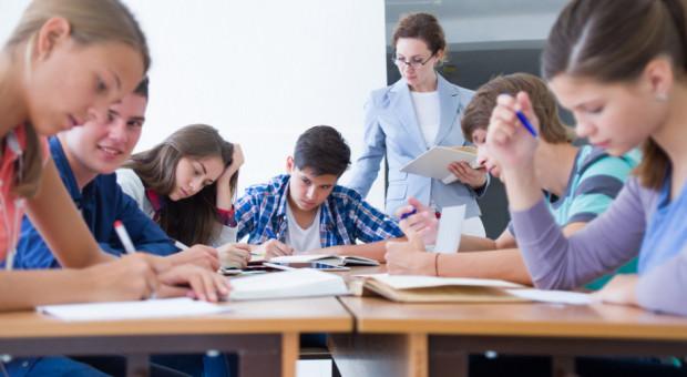 """""""Nauczyciele kontraktowi i stażyści zarabiają zdecydowanie za mało"""""""