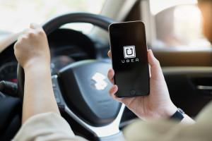 Uber inwestuje i rekrutuje w Polsce, taksówkarze protestują