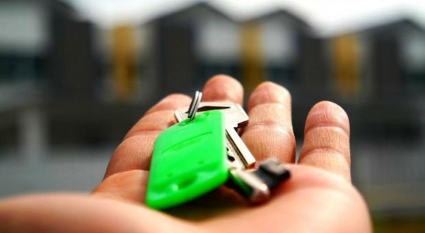 Ile Polacy muszą pracować na własne mieszkanie?