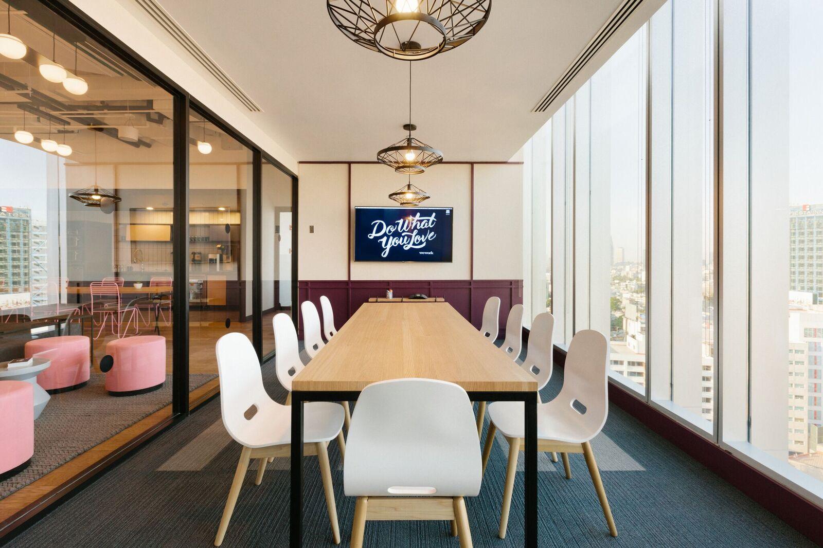 Rozwiązanie, pozwalające na stały networking i często bardzo kreatywne spotkania we wspólnej części biur co-workingowych na świecie, praktykuje coraz więcej firm - m.in. HSBC, Deloitte, Microsoft oraz Adidas. (Fot. WeWork)