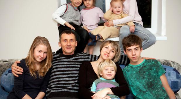 Emerytura dla matek 4 plus dyskryminuje ojców dzieci? Rzecznik ma wątpliwości