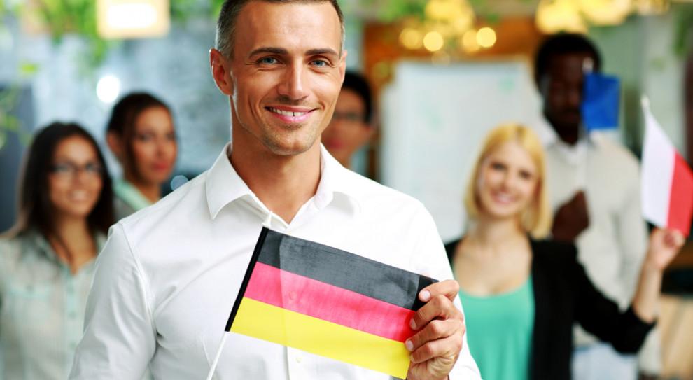 Praca za granicą: Zarobki i warunki zatrudnienia w najpopularniejszych krajach bez tajemnic