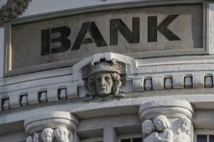 Coraz mniej bankowców. Od kilku lat banki tną zatrudnienie