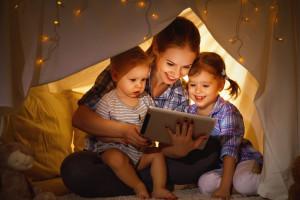 """Dworczyk: Program """"Mama 4 plus"""" to wyraz szacunku za odpowiedzialną pracę matek"""
