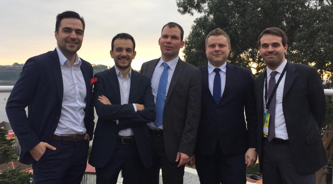 Polak wśród międzynarodowych kolegów, którzy tworzą razem nowy zarząd Konfederacji Młodych Przedsiębiorców YES for Europe. (fot. materiały prasowe RIG w Katowicach)