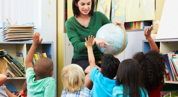 ZNP o podwyżkach dla nauczycieli: to gruszki na wierzbie