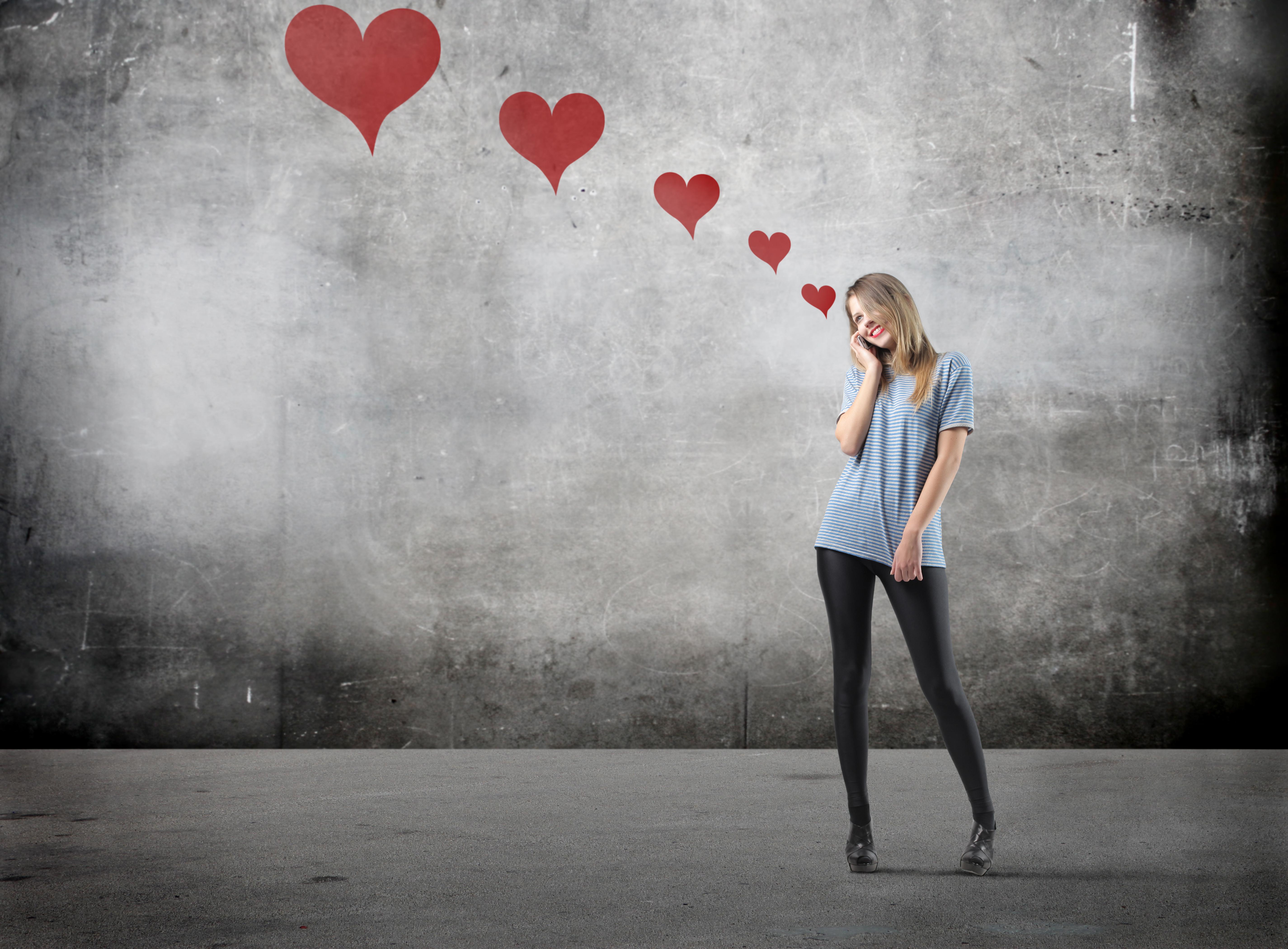 Chętniej fantazjujemy o osobach z naszego bliskiego otoczenia, ranga stanowiska nie wpływają znacząco na nasze romantyczne fantazje i nie zwiększa atrakcyjności obiektu naszych uczuć. (Fot. Fotolia)