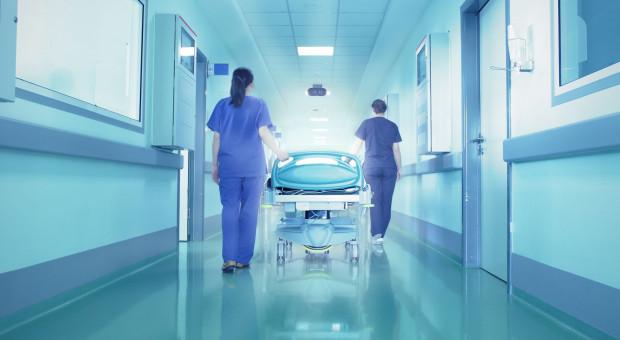"""Szpitale nie sprostają """"spirali podwyżek"""""""
