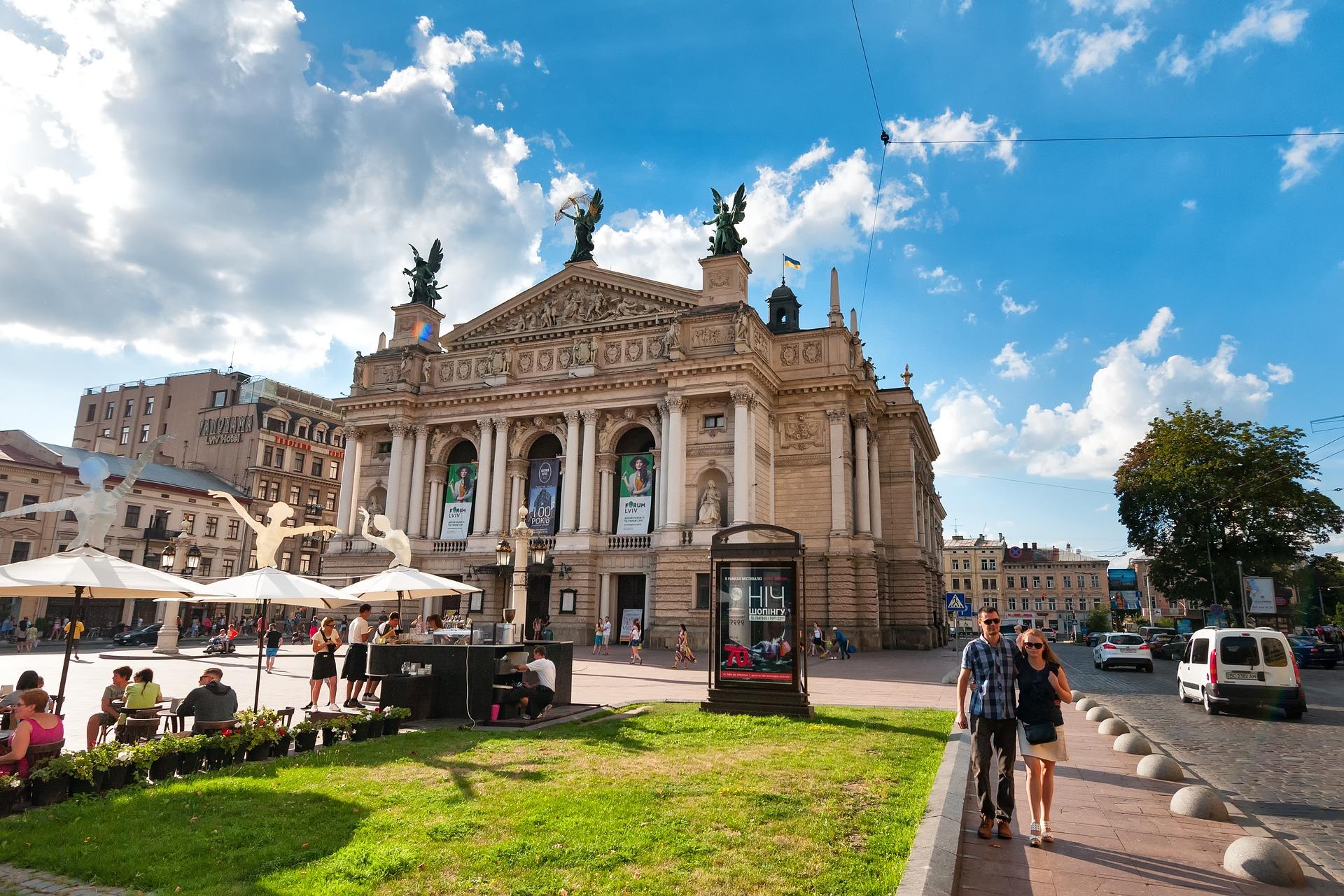 Zamknięcie się polskich firm na pracowników z zagranicy w wielu branżach doprowadziłoby nawet do katastrofy. (Fot. Lwów/pixabay.com)