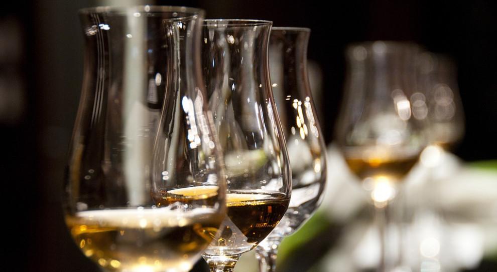 Kiedy i jak można zwolnić pijanego pracownika? Ważny wyrok Sądu Najwyższego