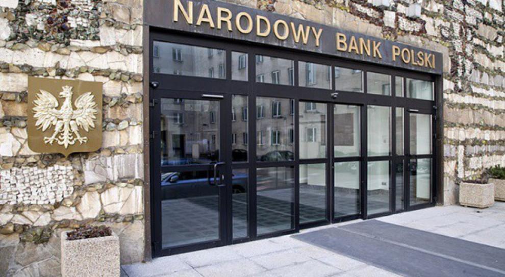 Opozycja chce, by współpracowniczka prezesa NBP zwróciła swoje zarobki