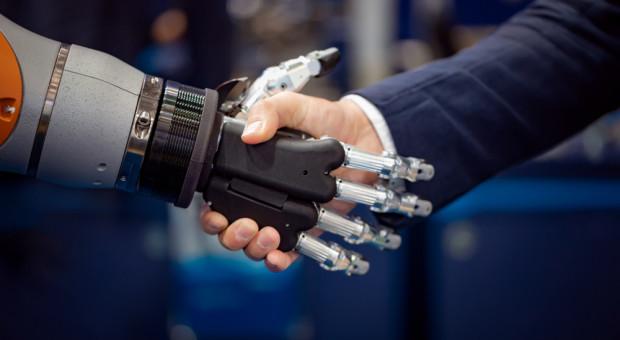 Niskie płace nie sprzyjają upowszechnianiu automatyzacji i robotyzacji w Polsce